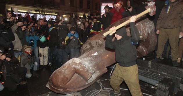 Demonstrators topple Lenin statue in giant Ukraine protest