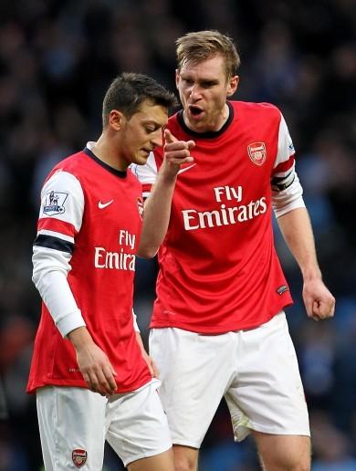 Mesut Ozil sorry for snubbing Arsenal fans