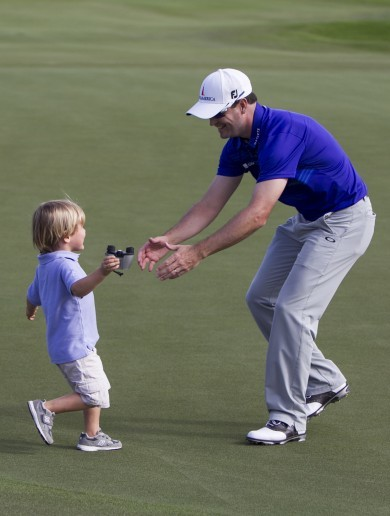 Zach Johnson holes clutch chip on his way to Hawaii win