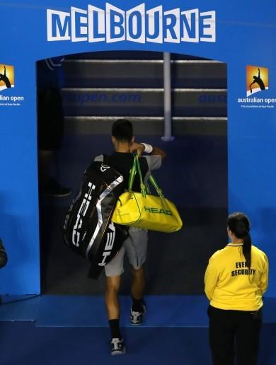 Wawrinka ends Djokovic reign in Australian Open thriller