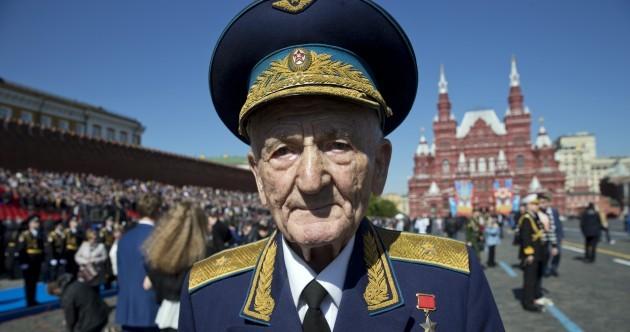"Pics: ""Hello comrades!"" – Putin celebrates Russia's victory over Nazism by visiting Crimea"