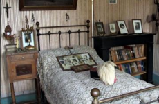 A bedroom frozen in time – the interiors of a life 100 years ago