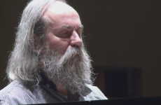 This man plays piano faster than the speed of sound