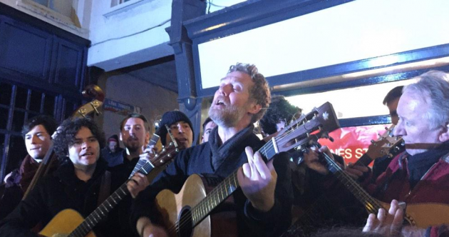 No Bono, but famous faces sing for hundreds at Christmas Eve busk on Grafton St