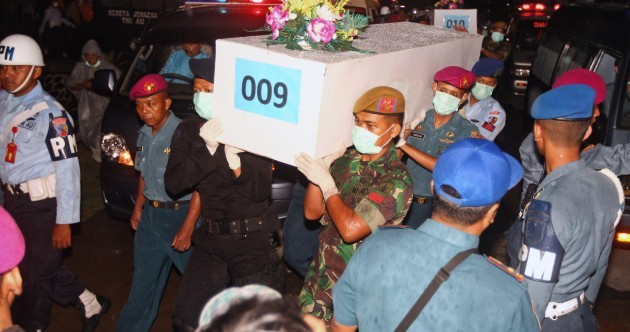 21 more bodies found in AirAsia search