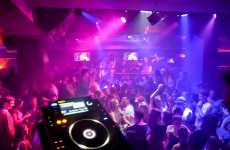 """Remarkably stupid"" Irishman gets stuck in air vent sneaking into Australian nightclub"