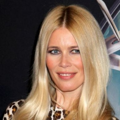 Man says Claudia Schiffer is a liar, Astras DO break down