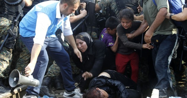Photos: Hundreds of refugees storm Macedonian border as police hurl stun grenades