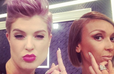 Giuliana Rancic just got her arse handed to her by Kelly Osbourne… it's the Dredge
