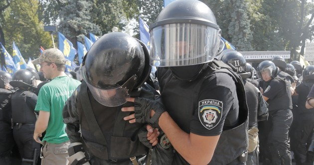 Policeman killed in violent Kiev protests