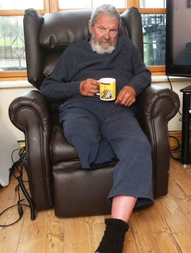 """""""It's just cruel"""" – 80-year-old man with one leg has been living on daughter's couch for last year"""