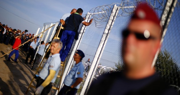 Hungarian police close main entry point for refugees