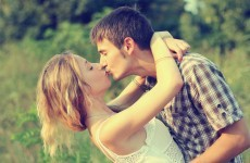 11 great tips for kissing girls, according to the internet