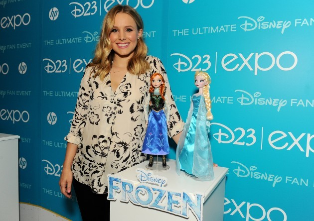 Idina Menzel and Kristen Bell Receive Frozen-Inspired Dolls from Mattel and Disney Store at D23 Expo 2013