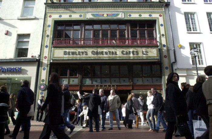 BEWLEYS CAFES JOB LOSSES ECONOMY SLOWDOWN DUBLIN SCENES SHOPPERS