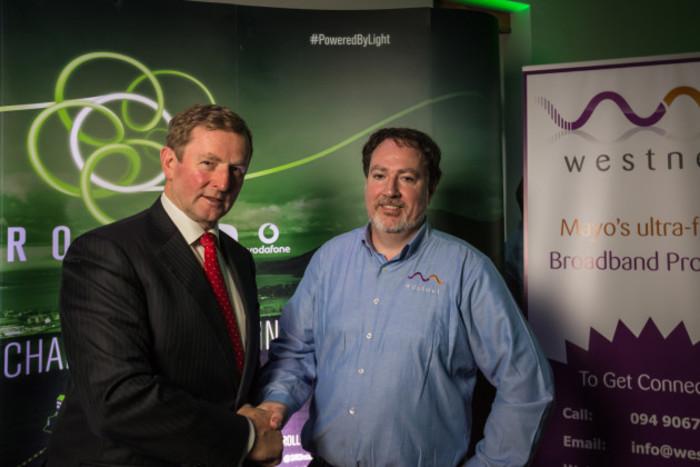 Tasoiseach Makes SIRO Westnet Announcement In Castlebar