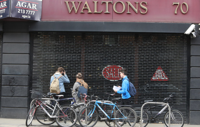 6186 Waltons Shop_90537328