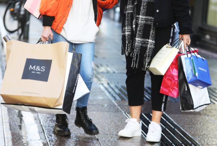 0458 Christmas shoppers copy_90560250