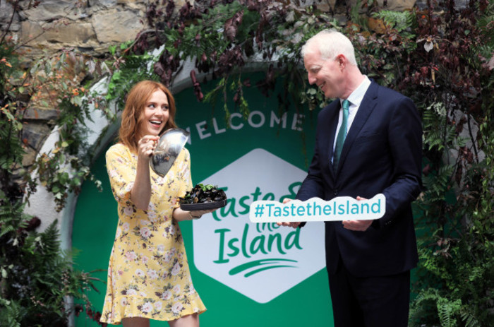 NO FEE ANGELA SCANLON TASTE THE ISLAND JB4