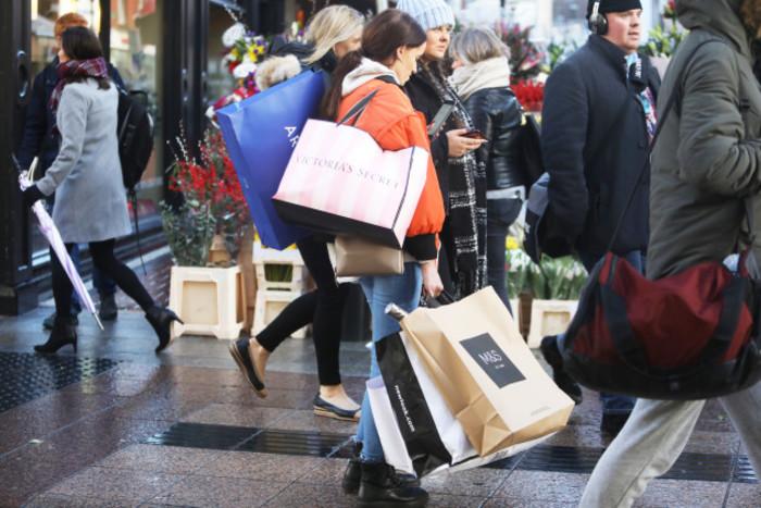 0448 Christmas shoppers copy_90560252